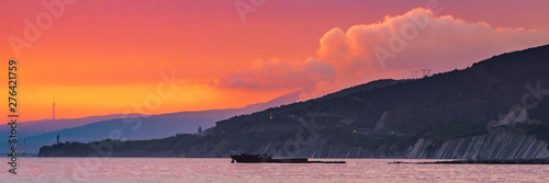 Foto auf AluDibond Koralle Bright red sunset sky over city and mountains