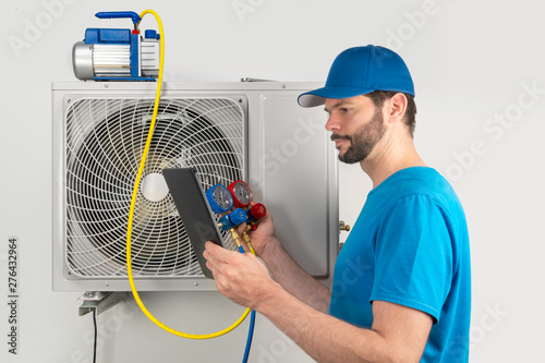 Photo Installation service repair of an air conditioner outdoor unit, by cryogenist te