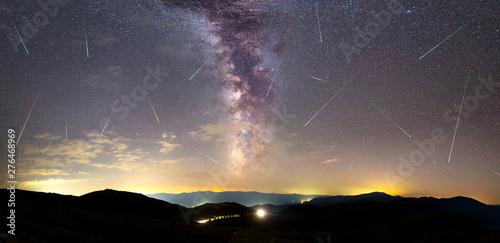 Foto auf AluDibond Lachs Purple Milky way falling stars city panorama