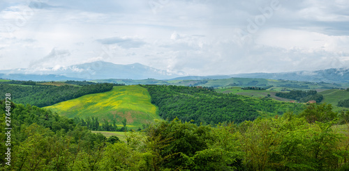 Fotobehang Hoogte schaal Beautifully illuminated landscape of Tuscany . green hills