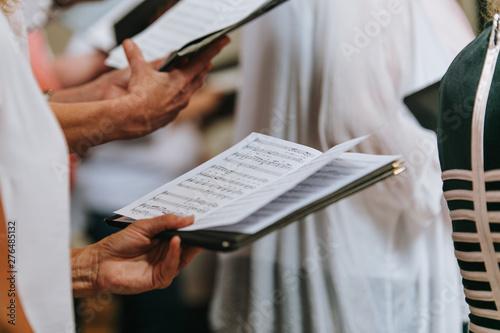 Foto Notenbuch Chor in der Kirche