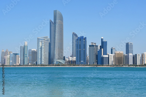 Cadres-photo bureau Abou Dabi ABU DHABI, UAE. Abu Dhabi skyscrapers in sunny day