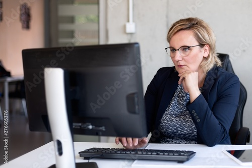 Vászonkép Middle aged woman working in office