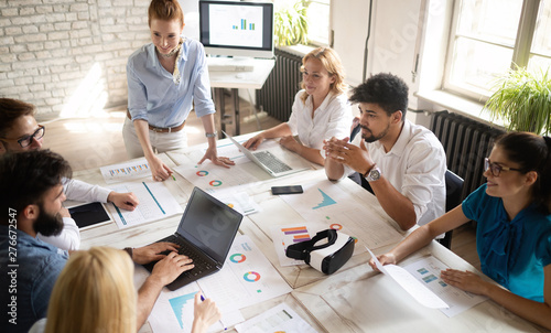 Valokuvatapetti Happy creative team in office