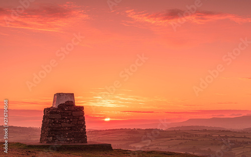 Foto auf Leinwand Koralle SUNRISE OVER PEN Y CRUG, BRECON BEACONS, WALES