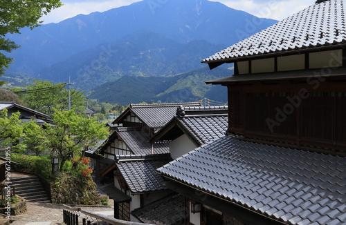 山間に建つ瓦屋根の日本家屋 Canvas Print