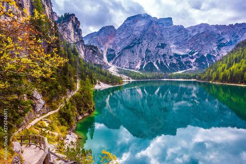 Foto auf Gartenposter Reflexion Magnificent lake Lago di Braies