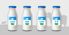 Botellas De Leche. Leche De Vaca. Frasco De Leche