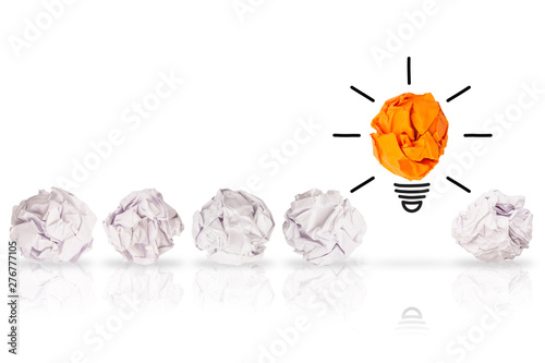 Photo  Creative Idea Solution Concepts Light Bulb with Crumpled Paper on White Backgrou