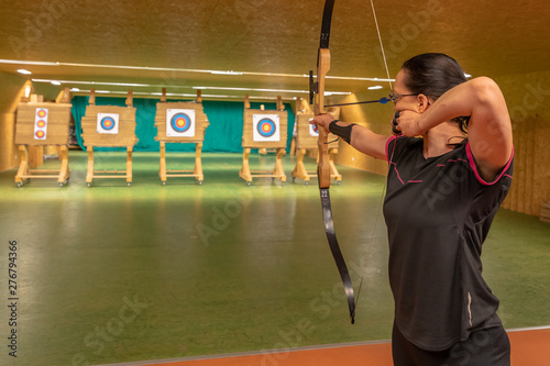 Foto Archery as a sport discipline run in the hall and in the nature