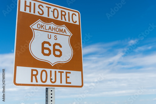 Papiers peints Route 66 Historic brown and white sign on US Route 66 in Oklahoma