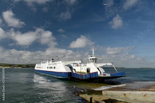 Photo Chain ferry across Poole harbour near Sandbanks on the south coast, Dorset