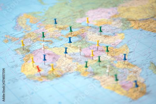 Fototapety, obrazy: Push pins on the world map