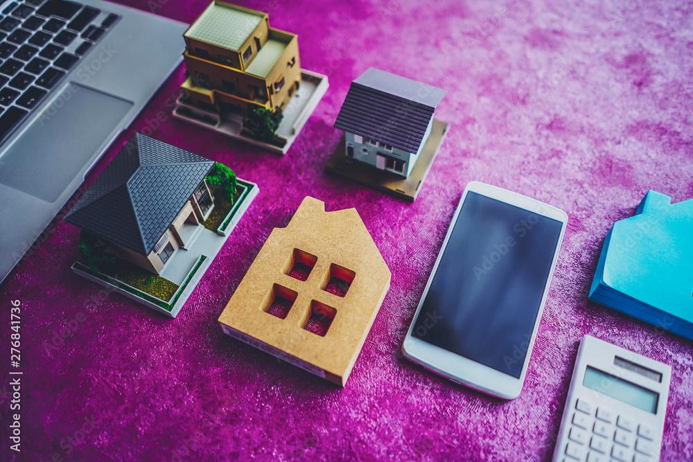 Fototapety, obrazy: 住宅模型とパソコン