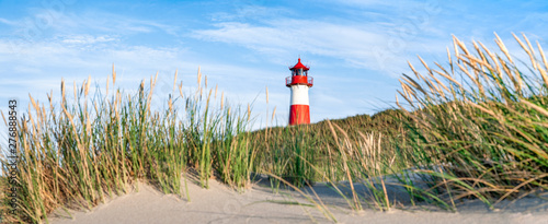 Montage in der Fensternische Nordsee Red Lighthouse on the island of Sylt in North Frisia, Schleswig-Holstein, Germany
