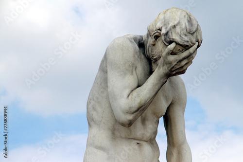 Head in hands: Facepalm statue in Paris, France Canvas-taulu