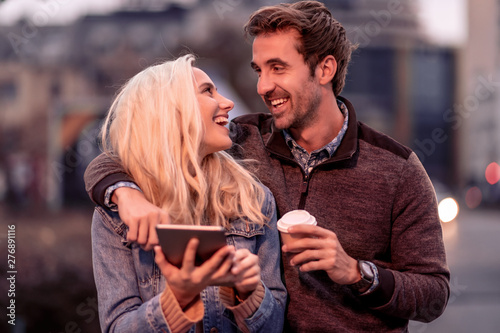 Poster Ouest sauvage Couple taking selfie