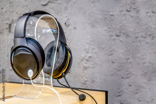modern headphones in the store are on a light wooden table background Fototapet