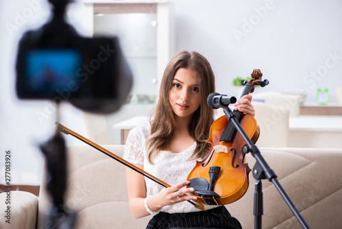 Female beautiful blogger playing violin - 277083926