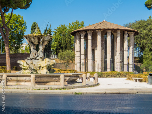 Foto op Plexiglas Historisch geb. Temple of Hercules Victor and the Fountain of the Tritons in Rome, Italy