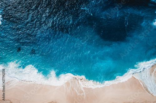 Foto auf Gartenposter Wasser Wild beach, top view, waves