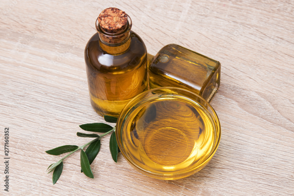 Fototapety, obrazy: extra virgin olive oil in glass container
