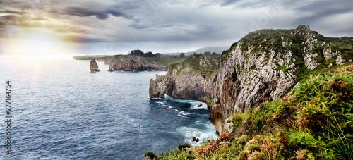 Hermoso paisaje de costa de mar y acantilados Canvas Print