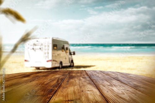 Fotografía  Desk of free space and summer beach background