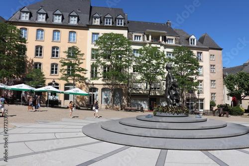 Place Clairefontaine dans la ville de Luxembourg Wallpaper Mural
