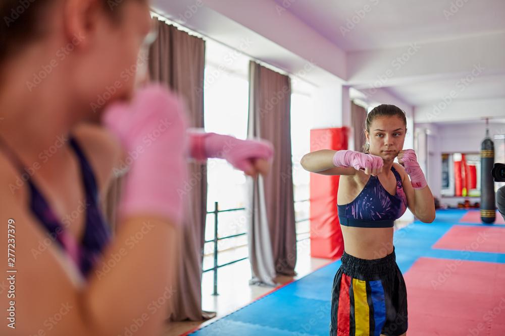 Fototapety, obrazy: Boxer girl shadow boxing