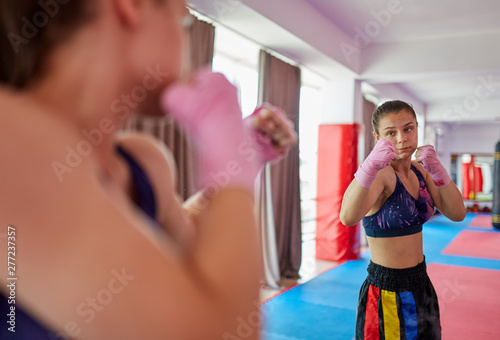 Photo  Boxer girl shadow boxing