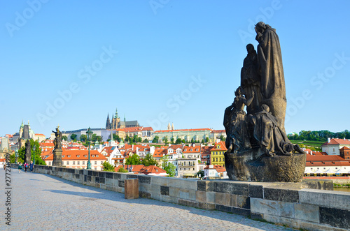 Papiers peints Prague Famous Charles Bridge in Prague, Czech Republic with historical statues. In background historical center of the city with dominant Prague Castle. Amazing cities. Praga, Czechia. Czech capital