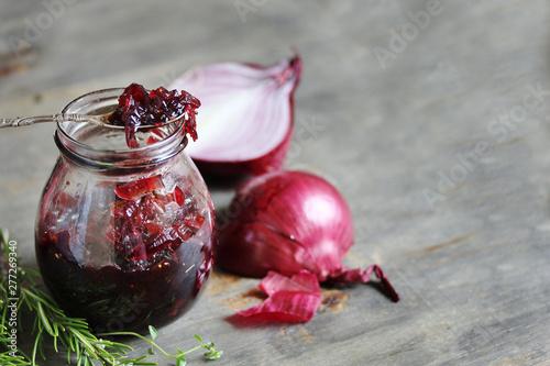 Fotografía  Onion confiture. original jam. copy space.