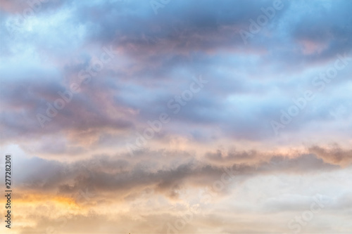 Obraz Colorful Soft Sunset Clouds - Gossamer clouds are painted soft hues by the setting sun. - fototapety do salonu