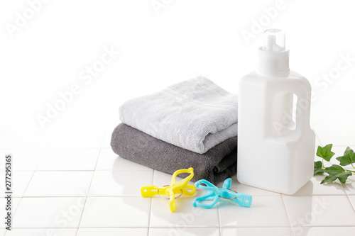 Garden Poster Spa 洗濯 Detergent bottle on white tile