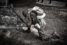 Soldado Rezando Antes De La Ba...