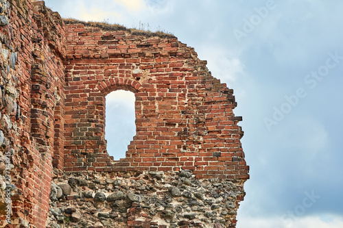 Carta da parati The ruins of an ancient castle in Latvia in the city of Ludza