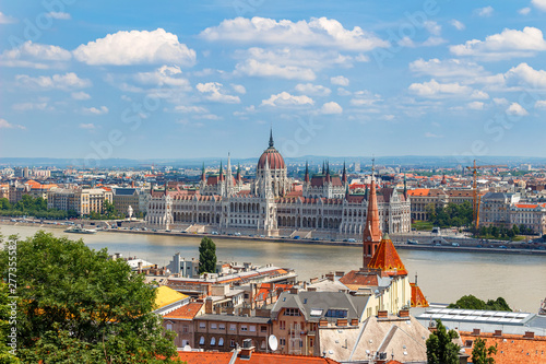 Türaufkleber Budapest Panoramic view of Budapest cityscape with a parliament building and Danube river, Hungary