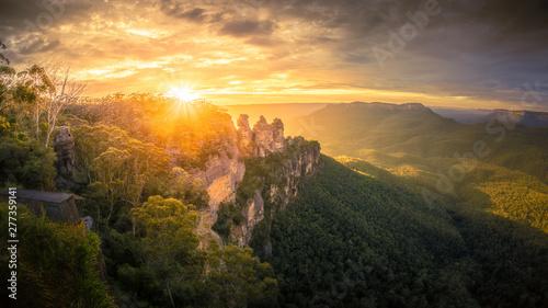 Foto auf Leinwand Grau Verkehrs Three Sisters Blue Mountains Australia at sunrise