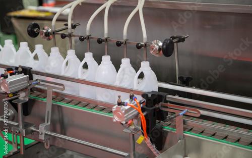Photo Production of liquid plastic bottle filling machine