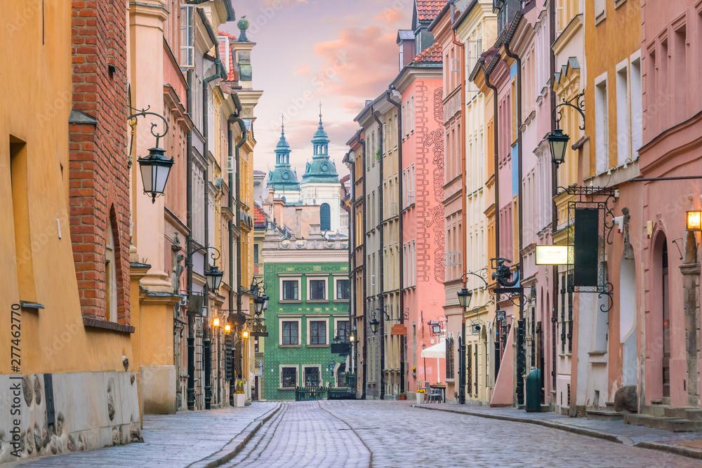 Fototapety, obrazy: Malownicza uliczka na starym mieście w Warszawie