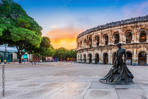 Foto Nimes, France. View of the ancient Roman amphitheatre.