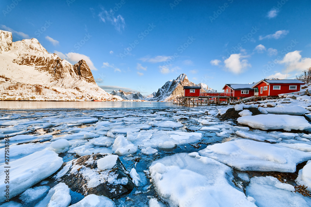 Fototapety, obrazy: Landscape of Norway lofotens with traditional red houses