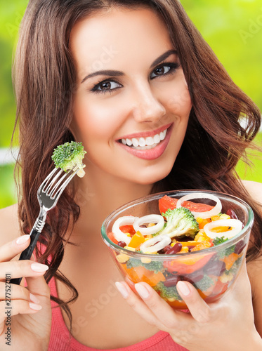 attractive brunette woman with vegetarian vegetable salad