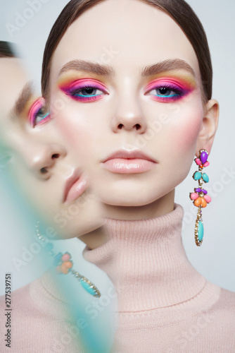 Poster womenART Art fashion studio portrait of beautiful brunette with floral jewelry.