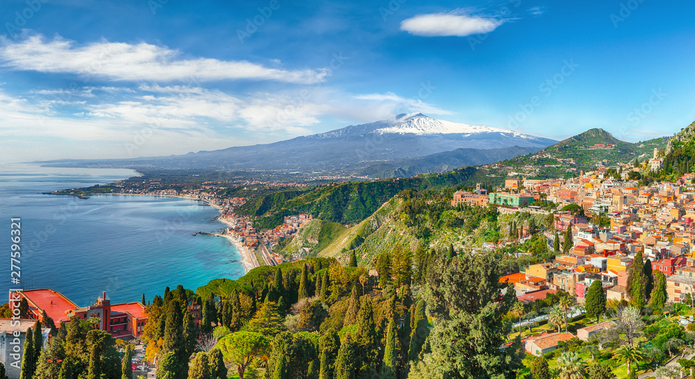 Fototapety, obrazy: Aquamarine blue waters of sea near Taormina resorts and Etna volcano mount