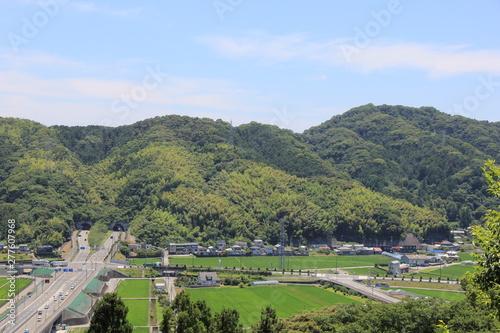 Spoed Fotobehang Rijstvelden 大畑山トンネルの北側出入り口を含む風景(高知県)