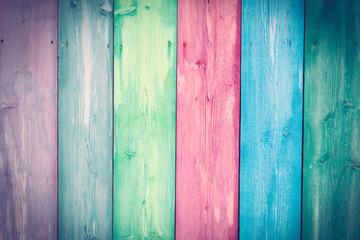 Pozadina drvenog zida u pastelnim bojama.