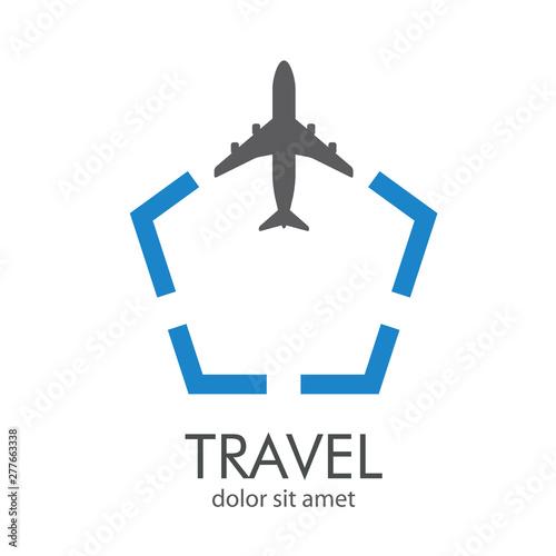 Fotografie, Obraz Logotipo texto TRAVEL con avión en pentágono en gris y azul