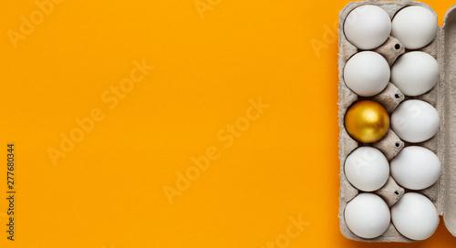 Obraz One golden egg between white in paper box - fototapety do salonu